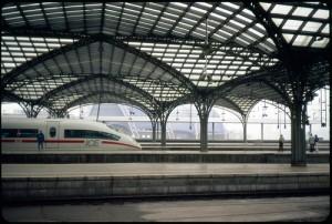 Vom Kölner Hauptbahnhof aus soll die DB Konkurrenz auf der Fernstrecke bekommen